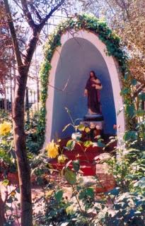 El santuario de las siete estrellas for Grutas para jardines pequenos